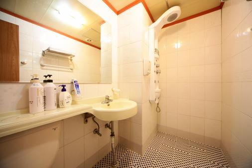 Castle Motel Iksan - Iksan - Bathroom