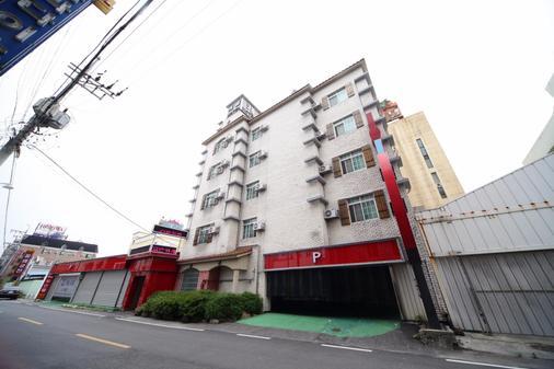 Castle Motel Iksan - Iksan - Building