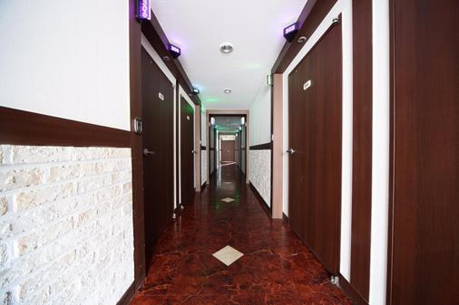 Castle Motel Iksan - Iksan - Hallway