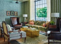 Graduate Charlottesville - Charlottesville - Living room