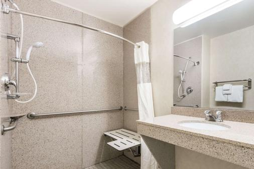 Wingate by Wyndham Missoula Airport - Missoula - Bathroom