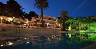 聖雷莫尼亞拉套房酒店 - 聖雷莫 - 聖雷莫 - 游泳池