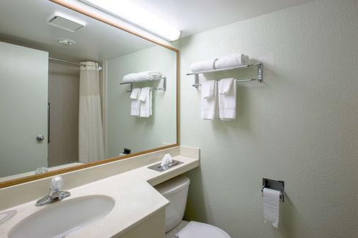 Quality Inn & Suites - Council Bluffs - Phòng tắm