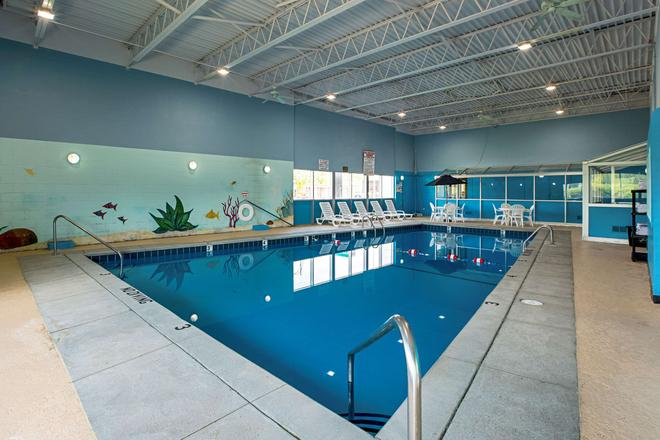 Quality Inn & Suites - Council Bluffs - Pool