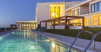 Evolutee Hotel - Óbidos - Pool