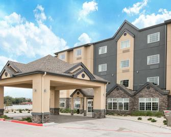 Microtel Inn and Suites by Wyndham Lubbock - Луббок - Building