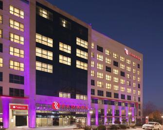 Ramada by Wyndham Pitesti - Piteşti - Building