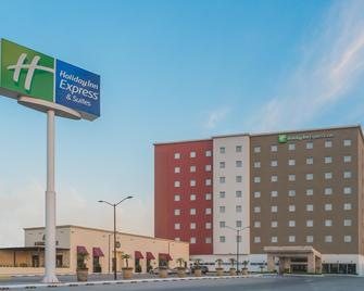 Holiday Inn Express & Suites Silao Aeropuerto - Terminal - Silao - Building