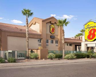 Super 8 by Wyndham Marana/Tucson Area - Marana - Building
