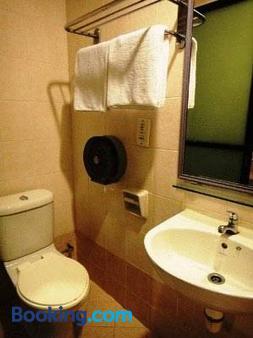 Amrise Hotel - Singapore - Bathroom