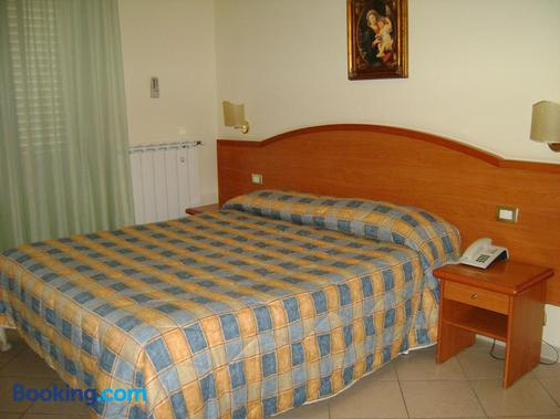 Hotel Continental - Pozzallo - Bedroom