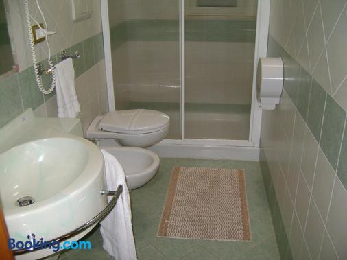 Hotel Continental - Pozzallo - Bathroom