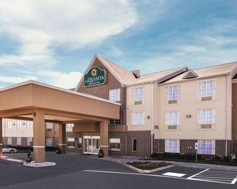 La Quinta Inn & Suites by Wyndham Dallas Mesquite - Месквіт - Building