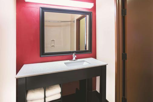 La Quinta Inn & Suites by Wyndham Dallas Mesquite - Mesquite - Μπάνιο