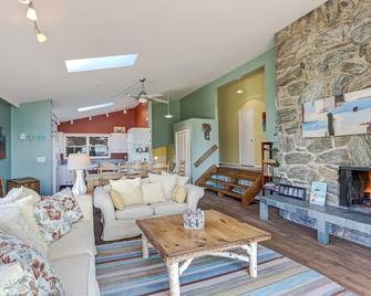 Beachfront Cottage, Amazing Lake Views, Fireplace, Huge Deck, Hot Tub, - New Buffalo