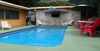 Hostal Cocos Inn - פנמה סיטי - בריכה