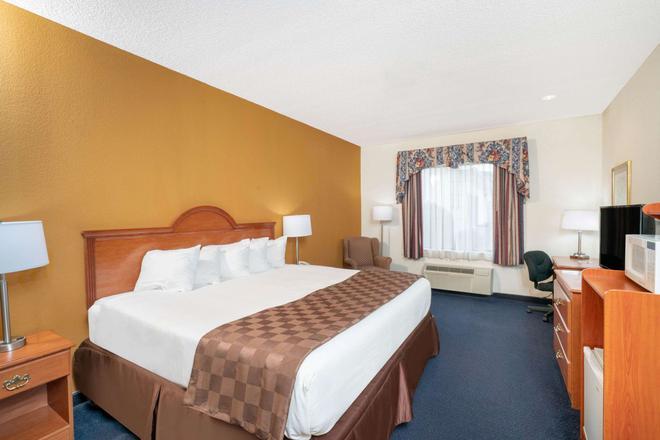 Baymont by Wyndham Albany - Albany - Bedroom