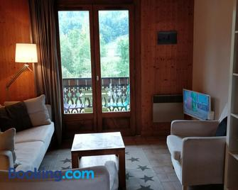 Between lake en ski resort - Thollon-les-Mémises - Living room