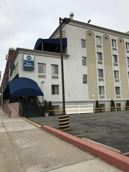 Best Western Jamaica Inn - Queens - Building