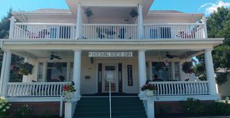 Hitching Horse Inn - Pierre
