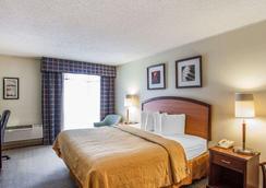 Quality Inn & Suites - Everett - Bedroom