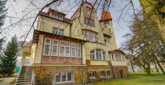 Sport Villa Hofmann - Fitness & Tenis - Carlsbad - Building