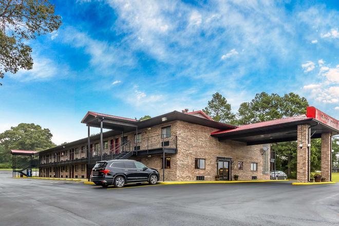 Econo Lodge - Martin - Building