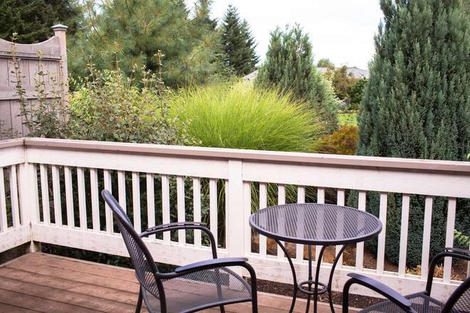 Oregon Garden Resort - Silverton - Balcony