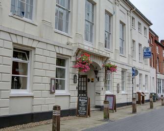 Best Western Lichfield City Centre The George Hotel - Lichfield - Building