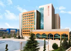 Ramada Plaza by Wyndham Gence - Gandja - Edificio
