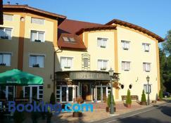 Hotel Lukacs Superior - Kazincbarcika - Edificio