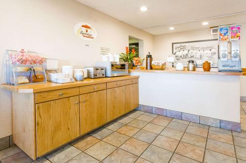 Super 8 by Wyndham Grand Junction Colorado - Grand Junction - Buffet