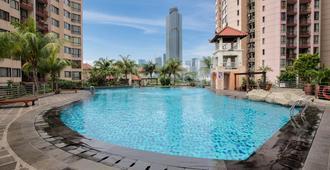 Horison Suites & Residences Rasuna Jakarta - Jakarta - Pool