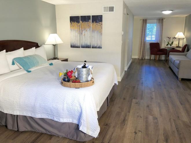 Hyannis Inn - Hyannis - Bedroom