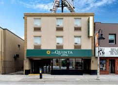 La Quinta Inn & Suites by Wyndham Oshawa - Ошава - Building