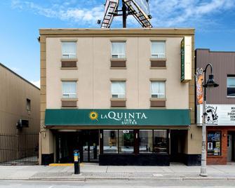 La Quinta Inn & Suites by Wyndham Oshawa - Oshawa - Edificio