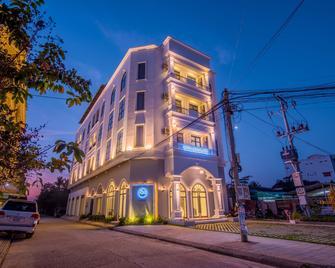 Sky Palace Boutique Hotel - Battambang - Building