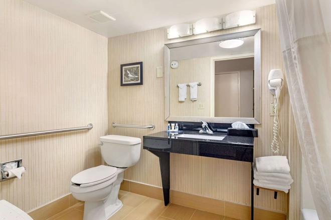 Comfort Inn - Douglasville - Bathroom