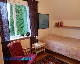 Perenner på bakgården - Motala - Bedroom