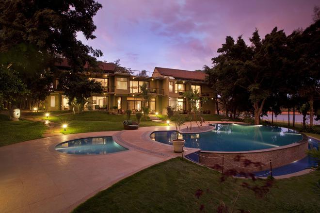 Waterwoods Lodges & Resorts - Kākankote - Pool