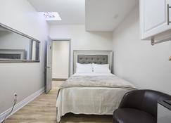 Toronto Rooms and Suites - Toronto - Habitación