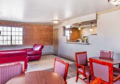 Rodeway Inn - Прескотт - Гостиная