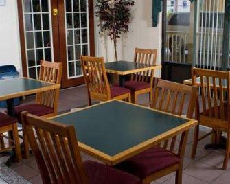 Country Hearth Inn-Union City - Union City - Ресторан