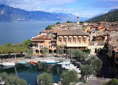 Hotel Ristorante Gardesana - Torri Del Benaco - Rakennus