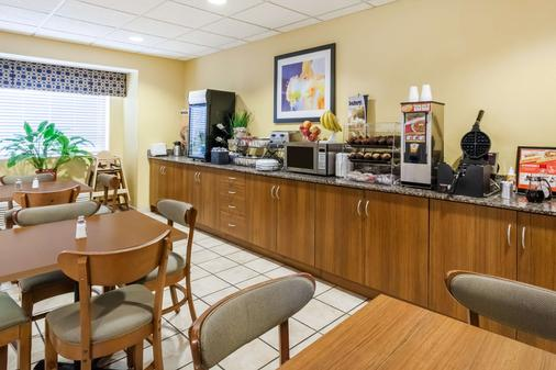 Microtel Inn & Suites by Wyndham Dickson City/Scranton - Dickson City - Buffet