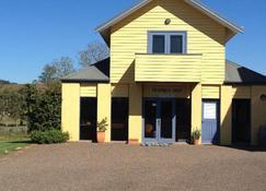 Tranquil Vale Vineyard - Lovedale - Building