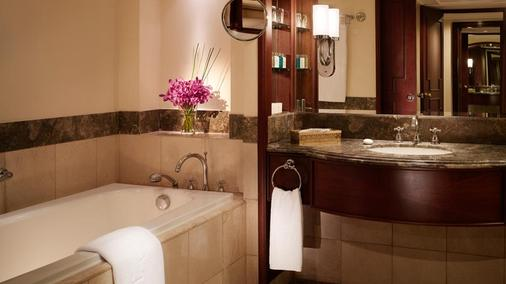 The Peninsula Manila - Manila - Bathroom