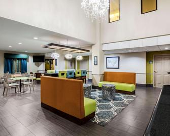 La Quinta Inn & Suites by Wyndham Pasadena - Pasadena - Lounge