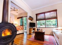 Lillypilly's Cottages & Day Spa - Maleny - Bedroom