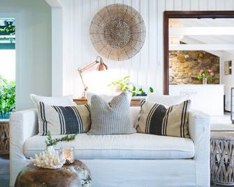 Empire Spa Retreat - Yallingup - Living room
